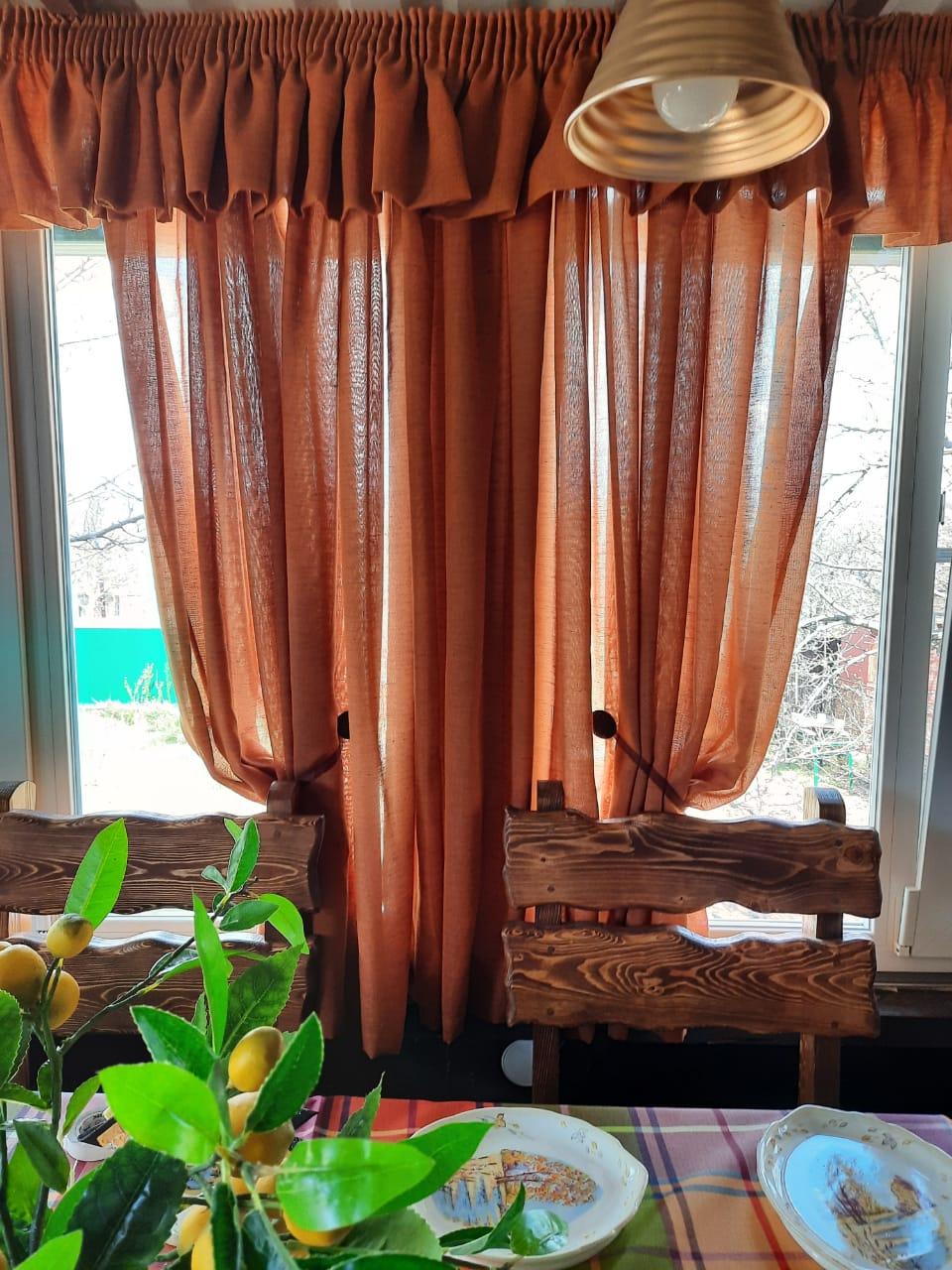 сшить оранжевые шторы на окна