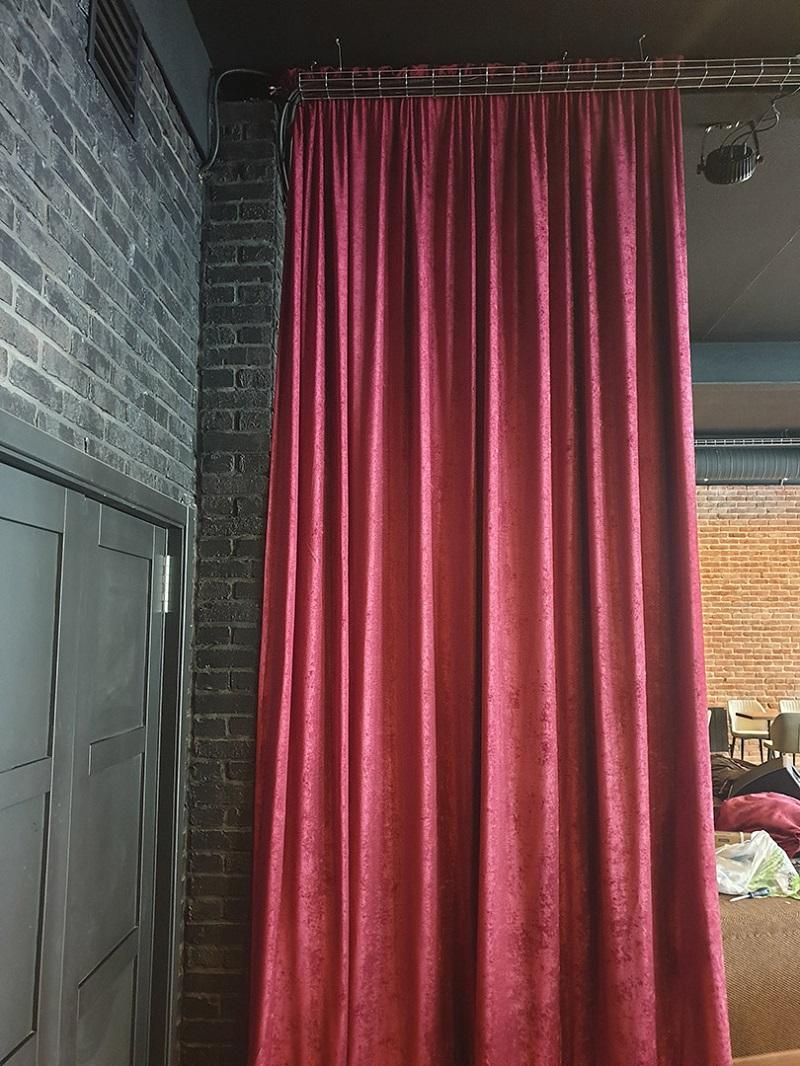 красные шторы на заказ