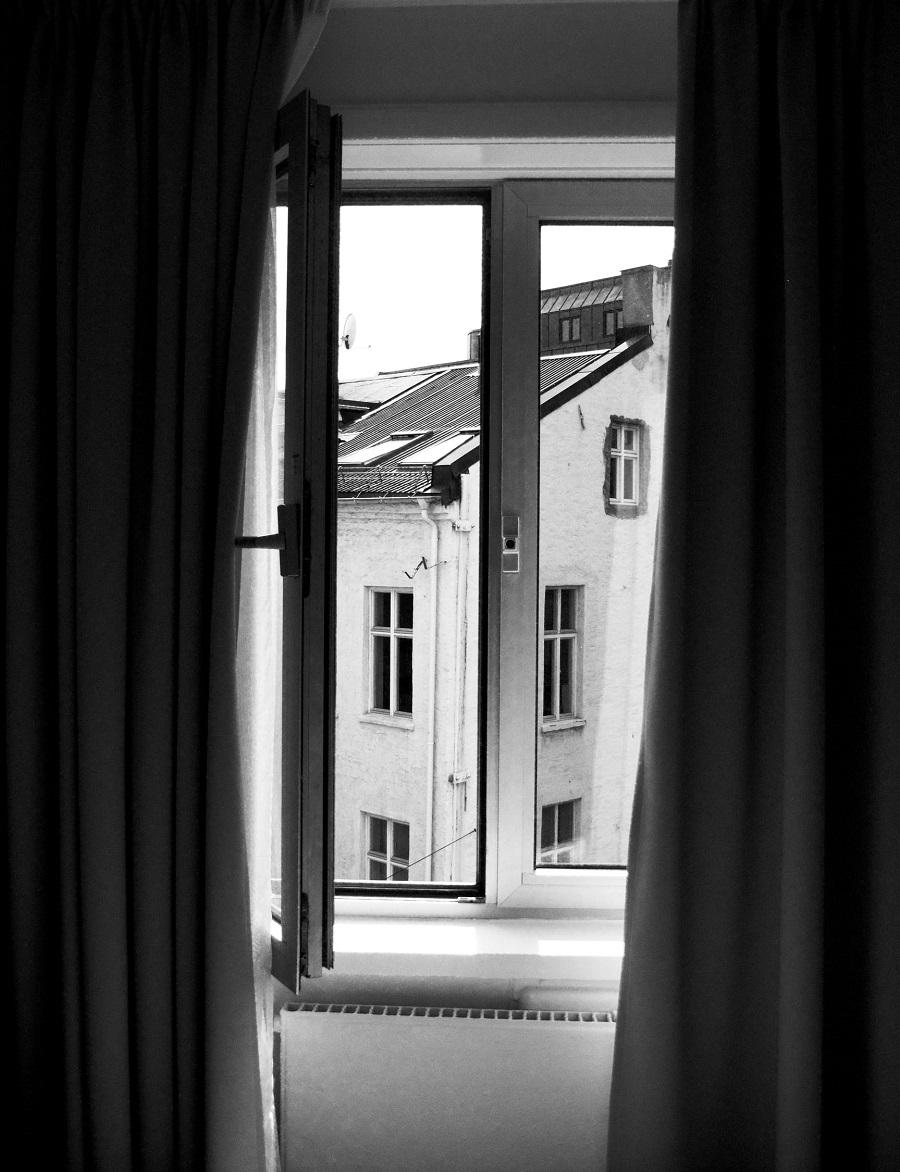 пошив черных штор на окна
