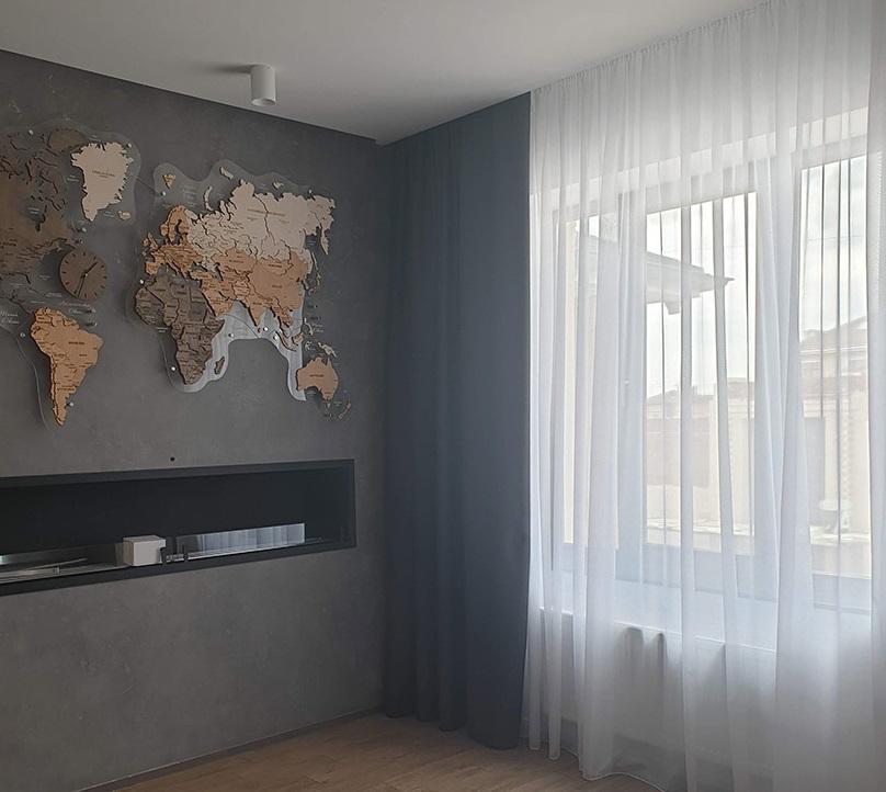 Как сочетаются шторы разных цветов с серыми стенами