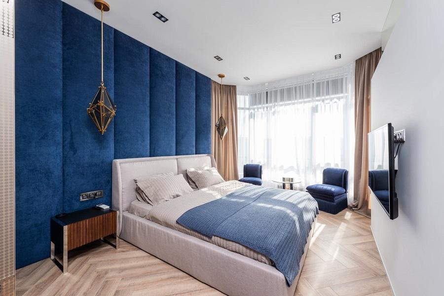 с какими шторами сочетаются синие стены